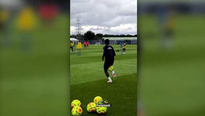 El lujo de Neymar en la práctica del PSG