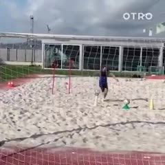 Messi entrenándose con el Barcelona