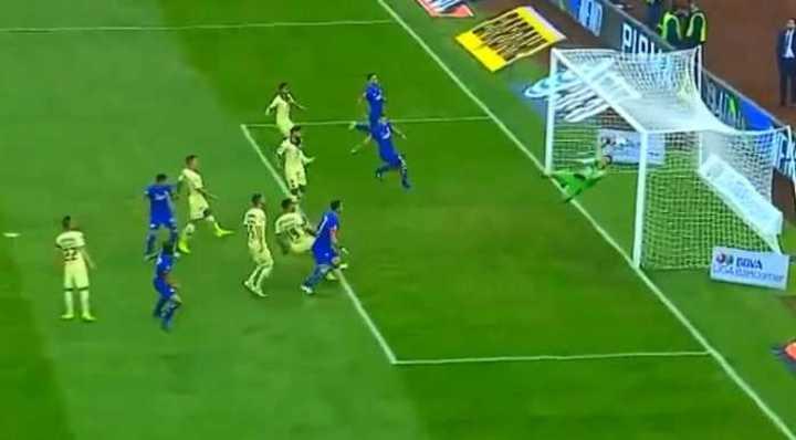 Marchesín sacó del ángulo el gol de Cruz Azul