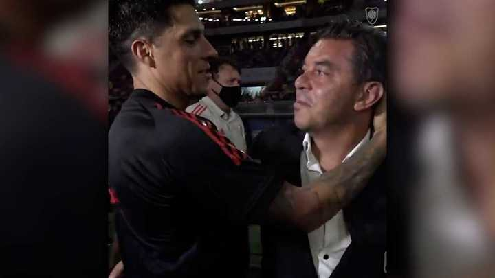 Así fue el emotivo abrazo entre Enzo y Gallardo