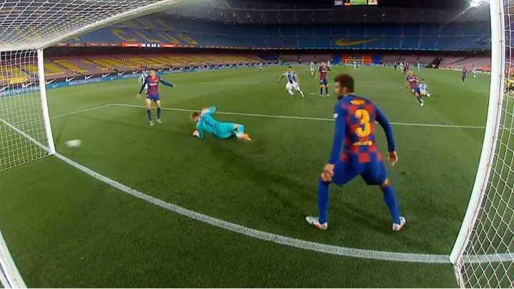 El palo salvó al Barcelona y evitó el primero del Espanyol