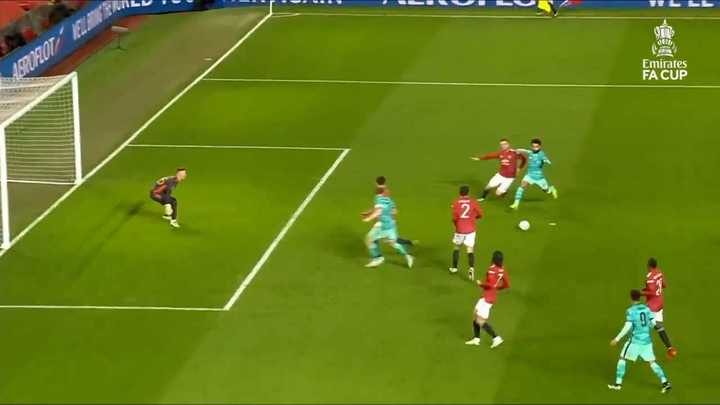 Mohamed Salah metió doblete ante Manchester United