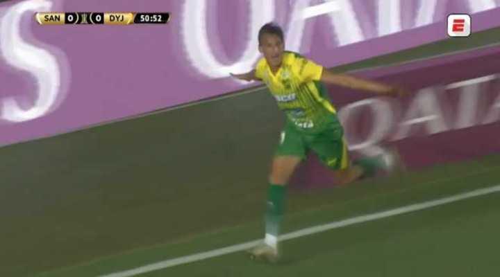 Romero marcó el 1 a 0 de Defensa sobre Santos