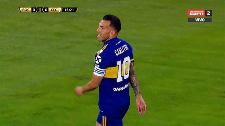 El travesaño le negó el gol a Tevez