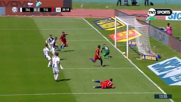 El palo y Herrera le sacaron a Menossi lo que iba a ser un golazo