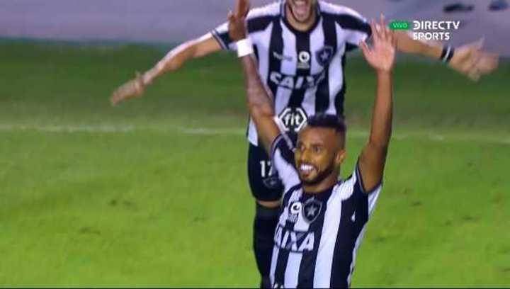 Golazo de Santana para el 3 a 0 de Botafogo