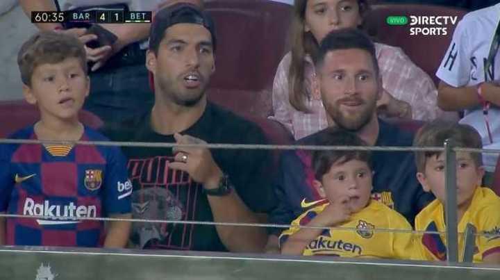 Las risas entre Messi y Suárez