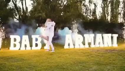 Armani y su esposa embarazada