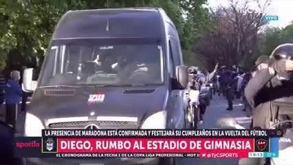 Así llegó Maradona al estadio