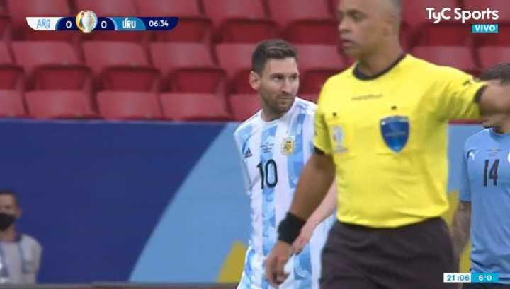 Buen remate de Messi