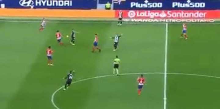 El juez le anuló el gol a Koke por un agarrón en el arranque de la jugada