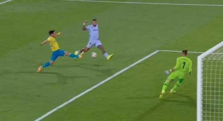 El increíble gol que se perdió Depay en Cádiz-Barcelona