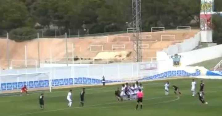 Cristian Ferreira, de tiro libre, puso el 2-0 para Argentina
