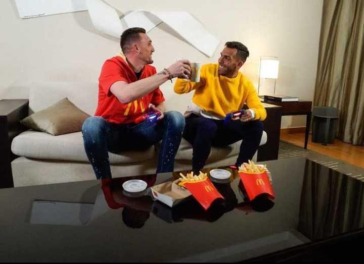 Armani y Tevez en una publicidad