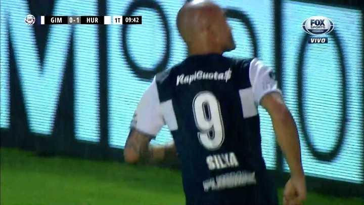 Cabezazo de Silva para poner el empate del Lobo