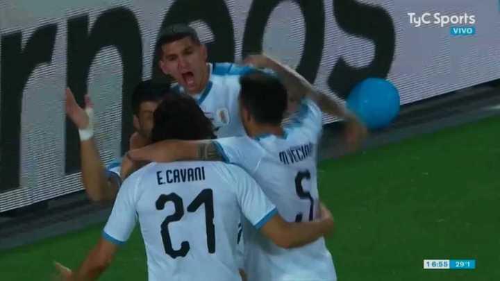 Edinson Cavani puso en ventaja a Uruguay