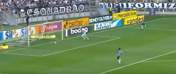 El Atlético Mineiro sufrió un bizarro gol en contra