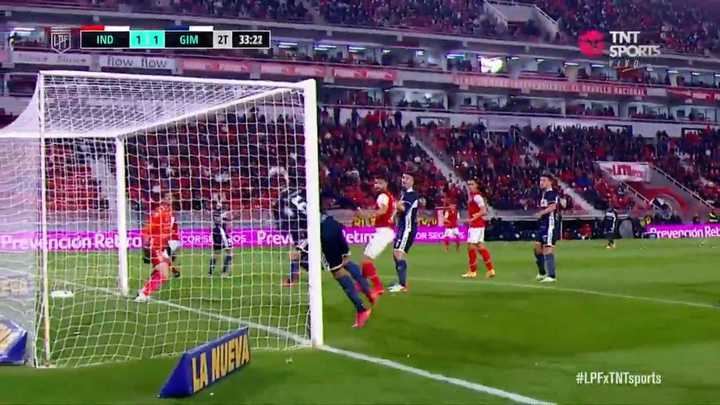 Emanuel Cecchini salvó de manera increíble el gol de Independiente desde la línea