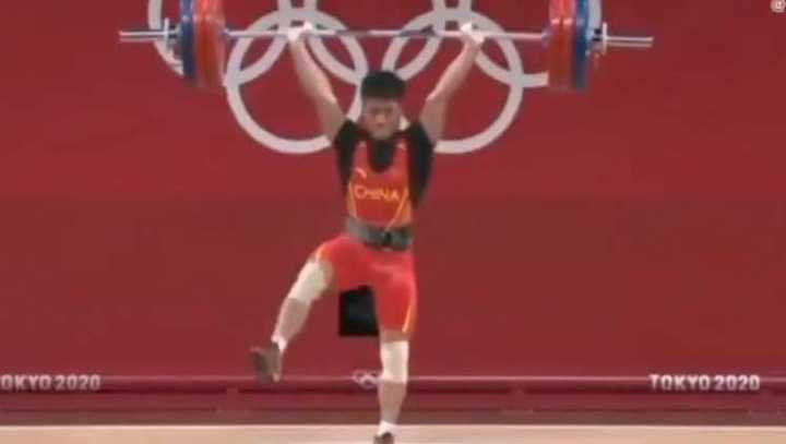 El chino Li Fabin levantó 166 kilos en una pierna