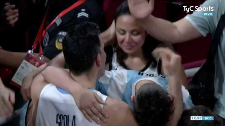 Scola festejó el triunfo con su familia