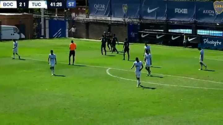 El gol de Gastón Avila para el tercero de Boca