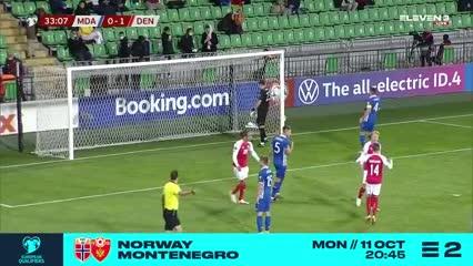 Simon Kjær puso el 2-0 de penal