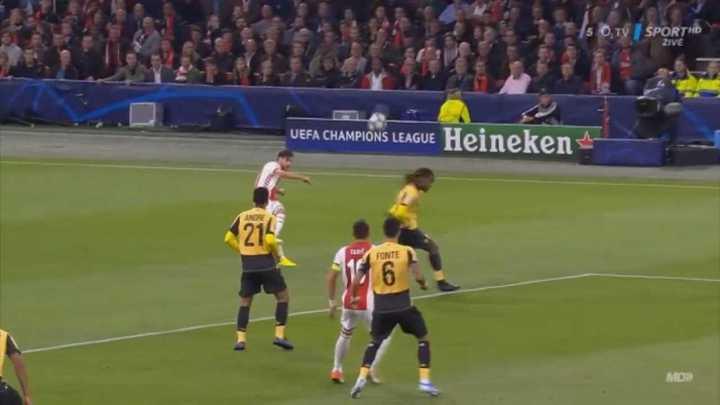 Tagliafico metió asistencia y gol para Ajax