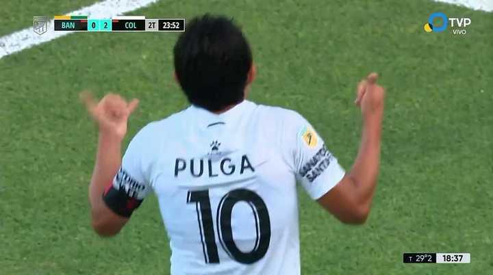El Pulga Rodríguez la metió de caño frente al arquero