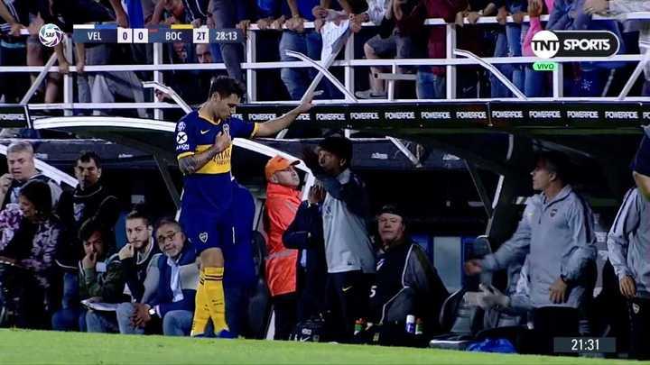 Mauro se tocó el escudo cuando salió reemplazado