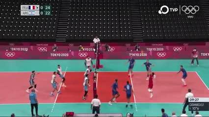Francia se quedó con el primer set