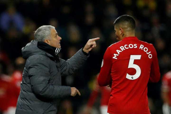 Rojo sobre Mourinho