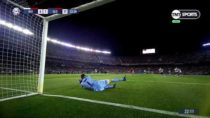 Armani desvió el remate de Ramírez