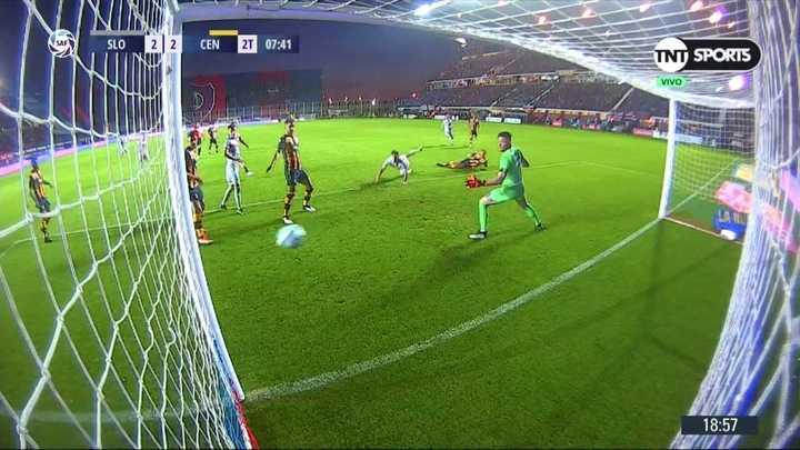 El palo le negó el gol a Bareiro