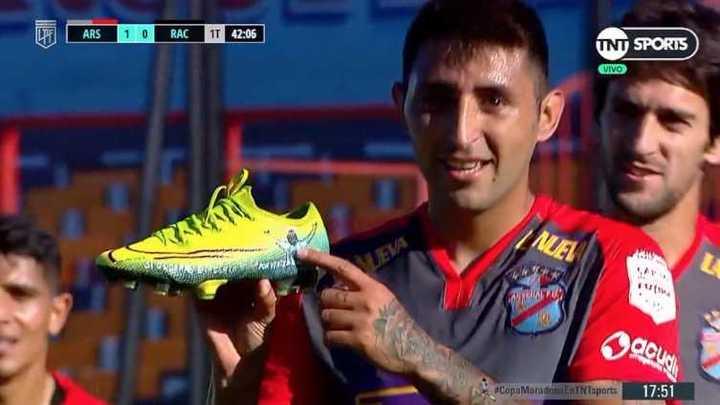 Alan Ruiz marcó de penal y se lo dedicó a Diego