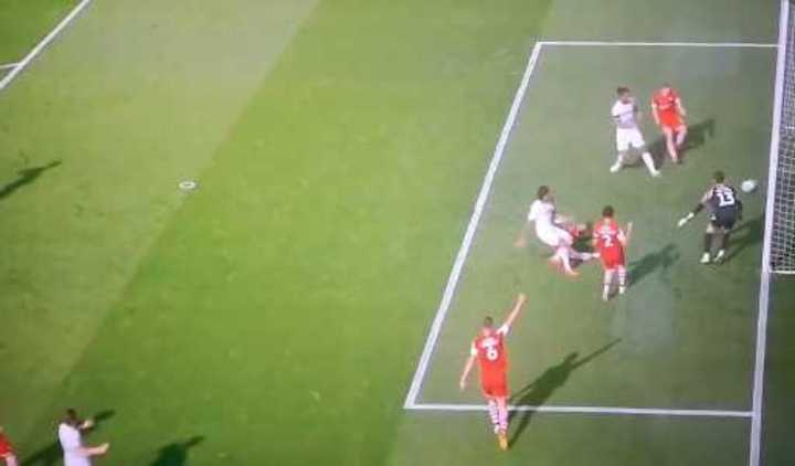 El Leeds le gana 1 a 0 al Barnsley
