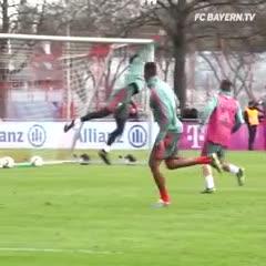 El golazo de Boateng en la práctica del Bayern Munich