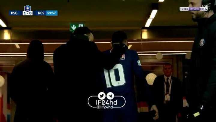 Neymar salió por un golpe