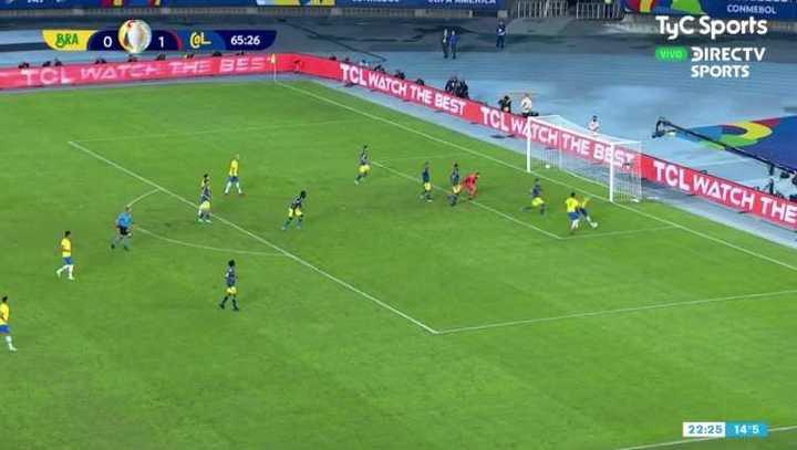 El palo le negó el empate a Neymar