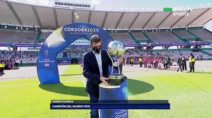 Mario Kempes entró con la Copa Sudamericana