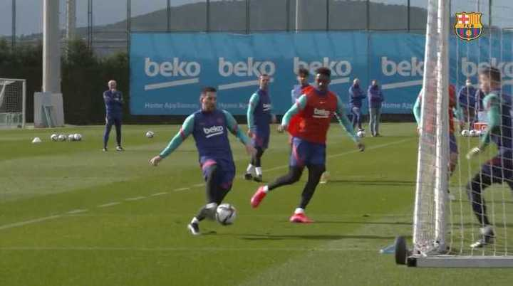 Messi, un minuto a puro gol en la práctica del Barcelona
