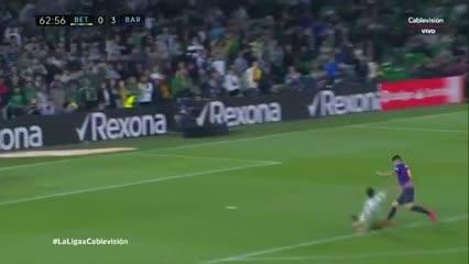 Suárez la agarró en la mitad de la cancha, encaró y marcó el tercero