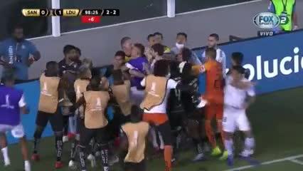 La pelea en Santos-Liga de Quito