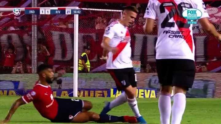 Barboza dejó a Independiente con uno menos