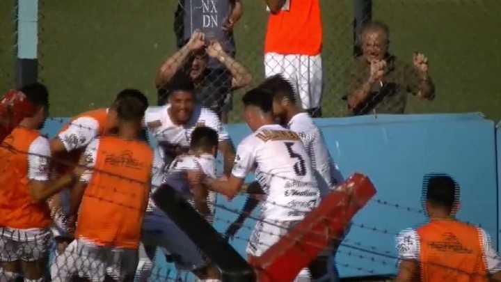 El baile de Brian Sarmiento tras su gol a Adrogué