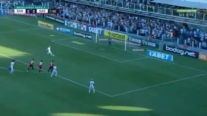 El gol de Carlos Sánchez para Santos.