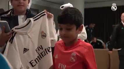 Los jugadores del Real firmaron autógrafos