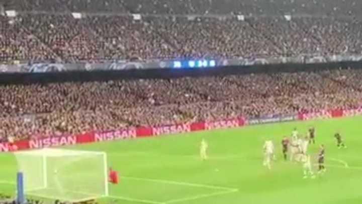 Locura en las tribunas con el gol de Messi
