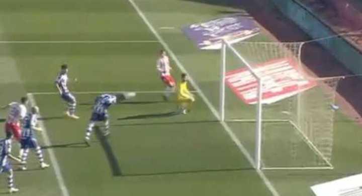 El insólito gol en contra de Rodrigo Battaglia