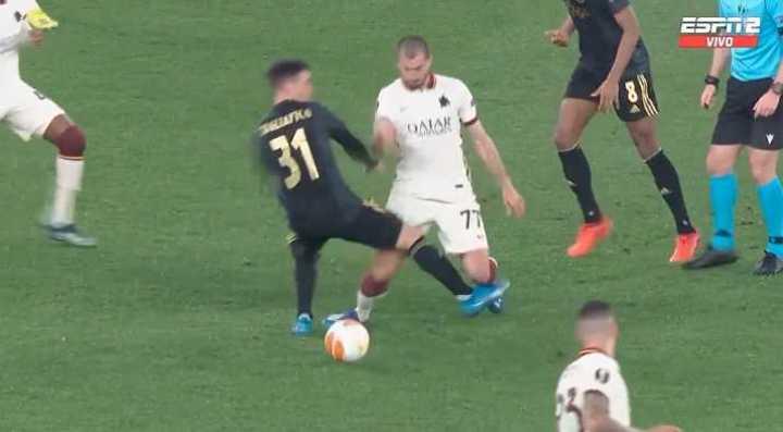 El VAR se lo anuló al Ajax por falta de Tagliafico