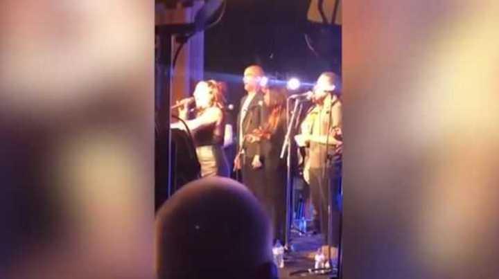 Pep hizo coros, cantó y bailó en la fiesta del City